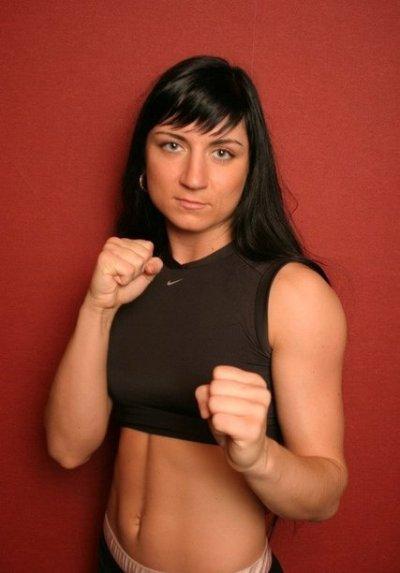 чемпионка по боям без правил среди женщин