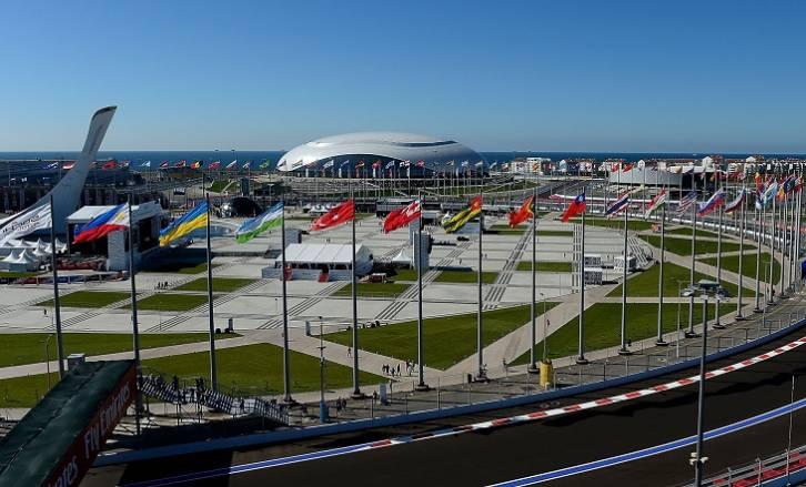 Путин награждал, Медведев фотографировал. Фотообзор Гран-при РФ Формулы-1