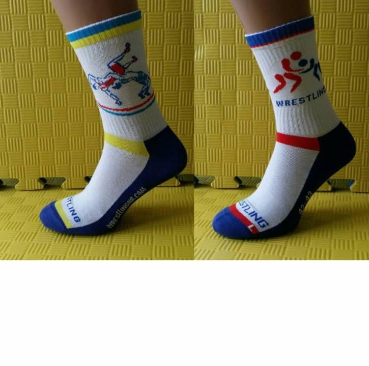 Боксерки одевают с носками